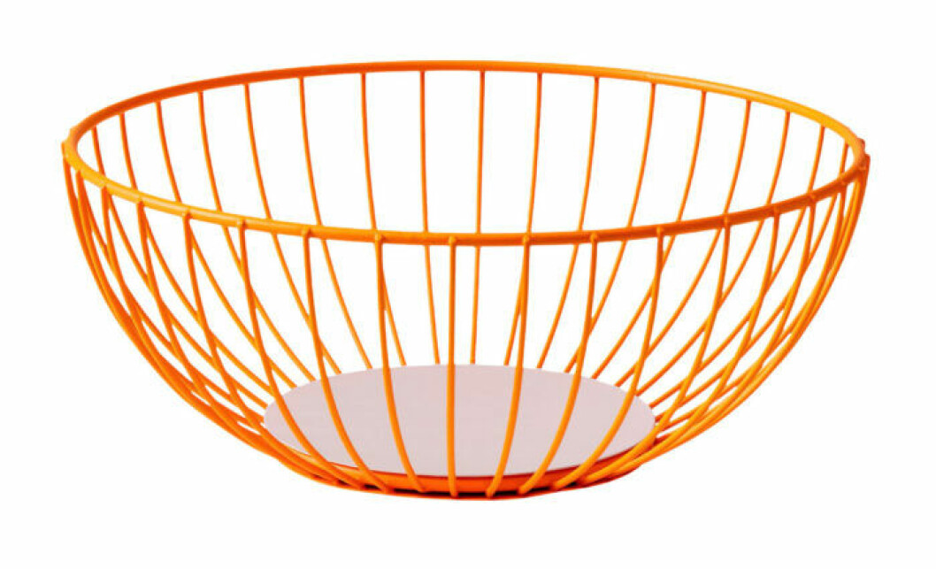 Förvara frukt med stil i en färgstark och dekorativ skål.Iris wire basket large från Octaevo.