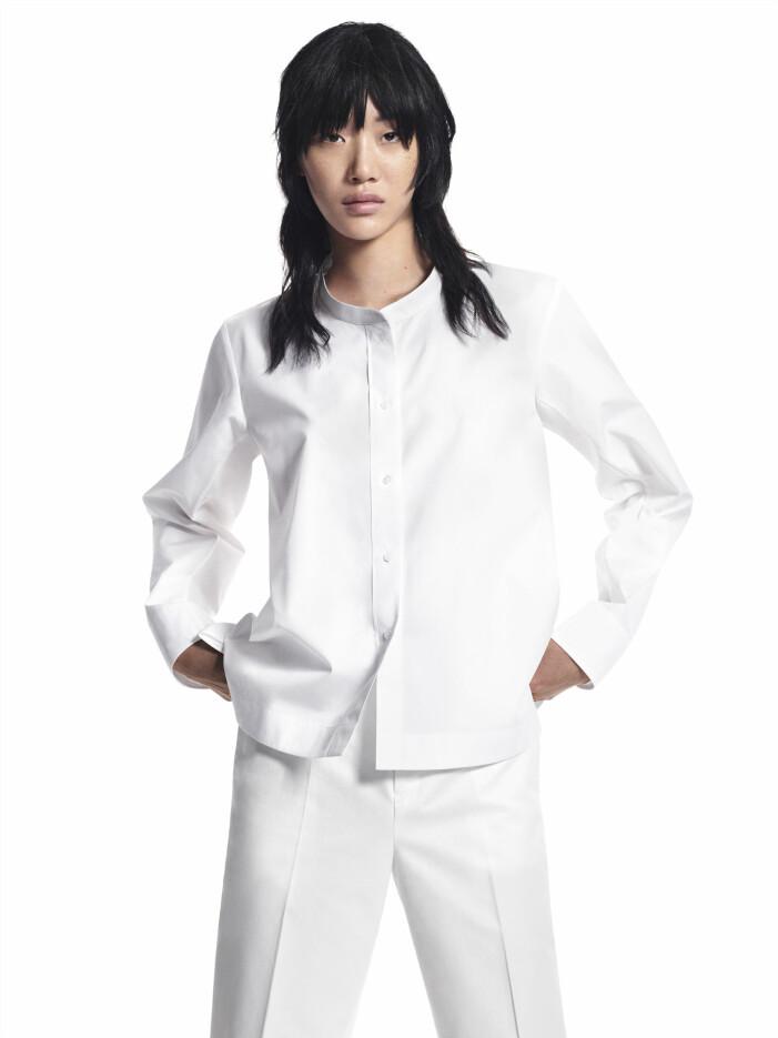 Vit skjorta utan krage designad av Jil Sander