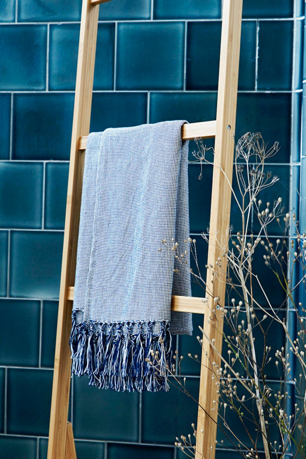 Ikeas kollektion Innehållsrik, stege med handduk.
