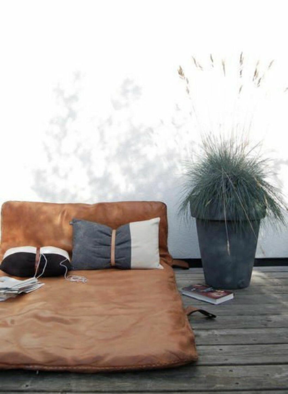 02. balkong med brun madrass.