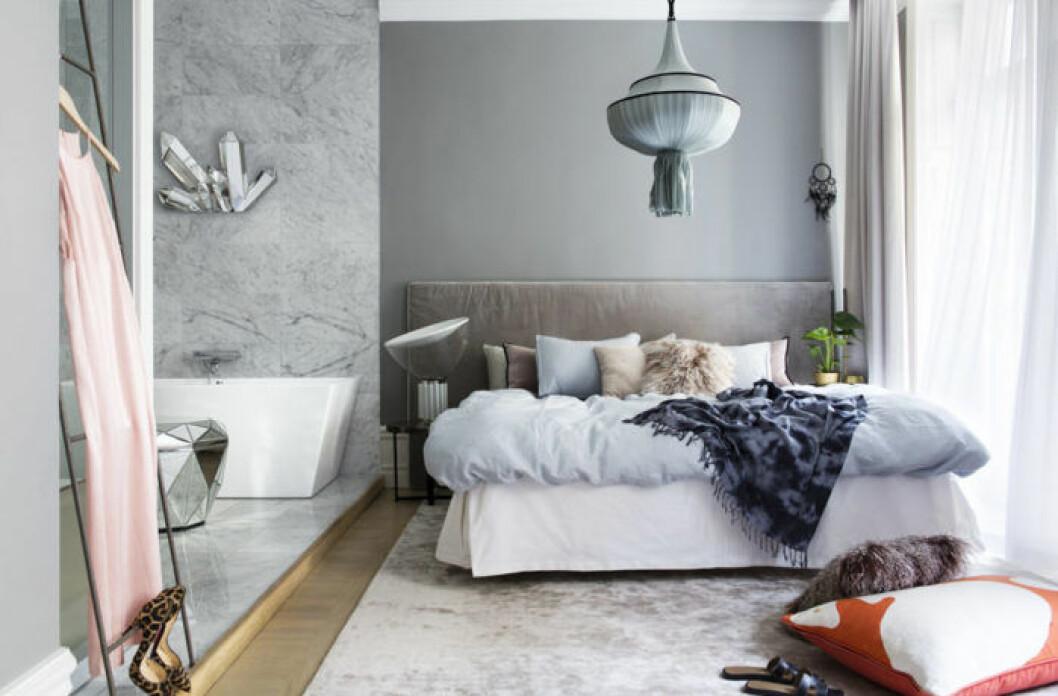 Stoppad sänggavel i avskalad stil