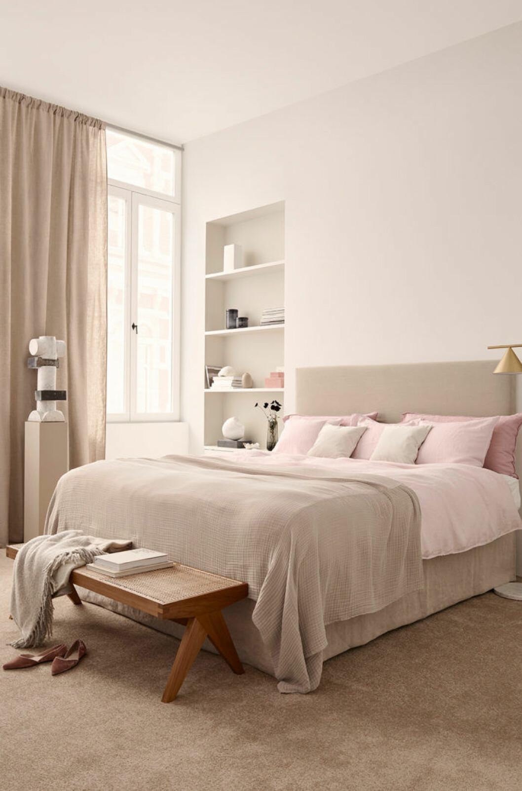 Beige och rosa sovrum. H&M Home.