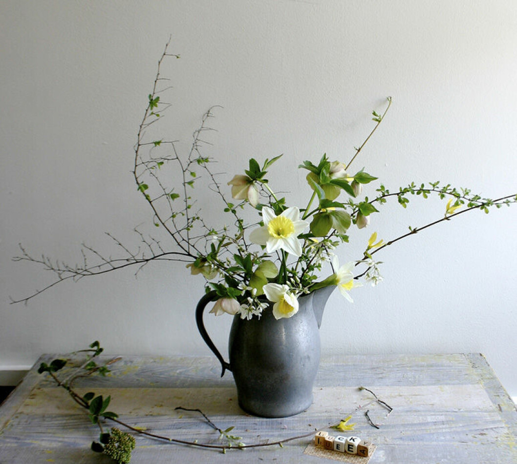 Blommor och kvistar i bukett