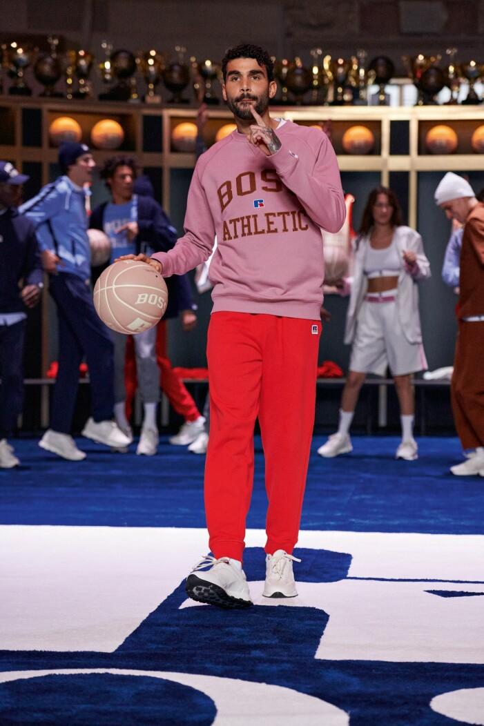 BOSS x Russell Athletic höstkollektion 2021 röda mjukisbyxor