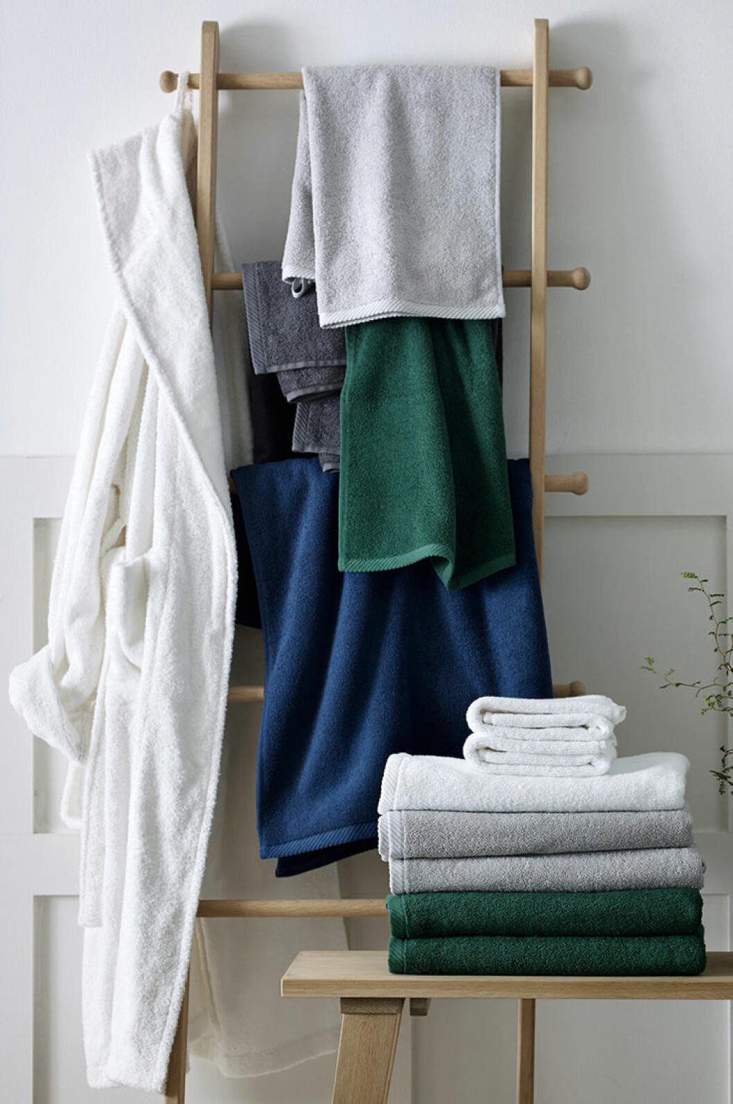 Mixa med olika färger i badrummet.