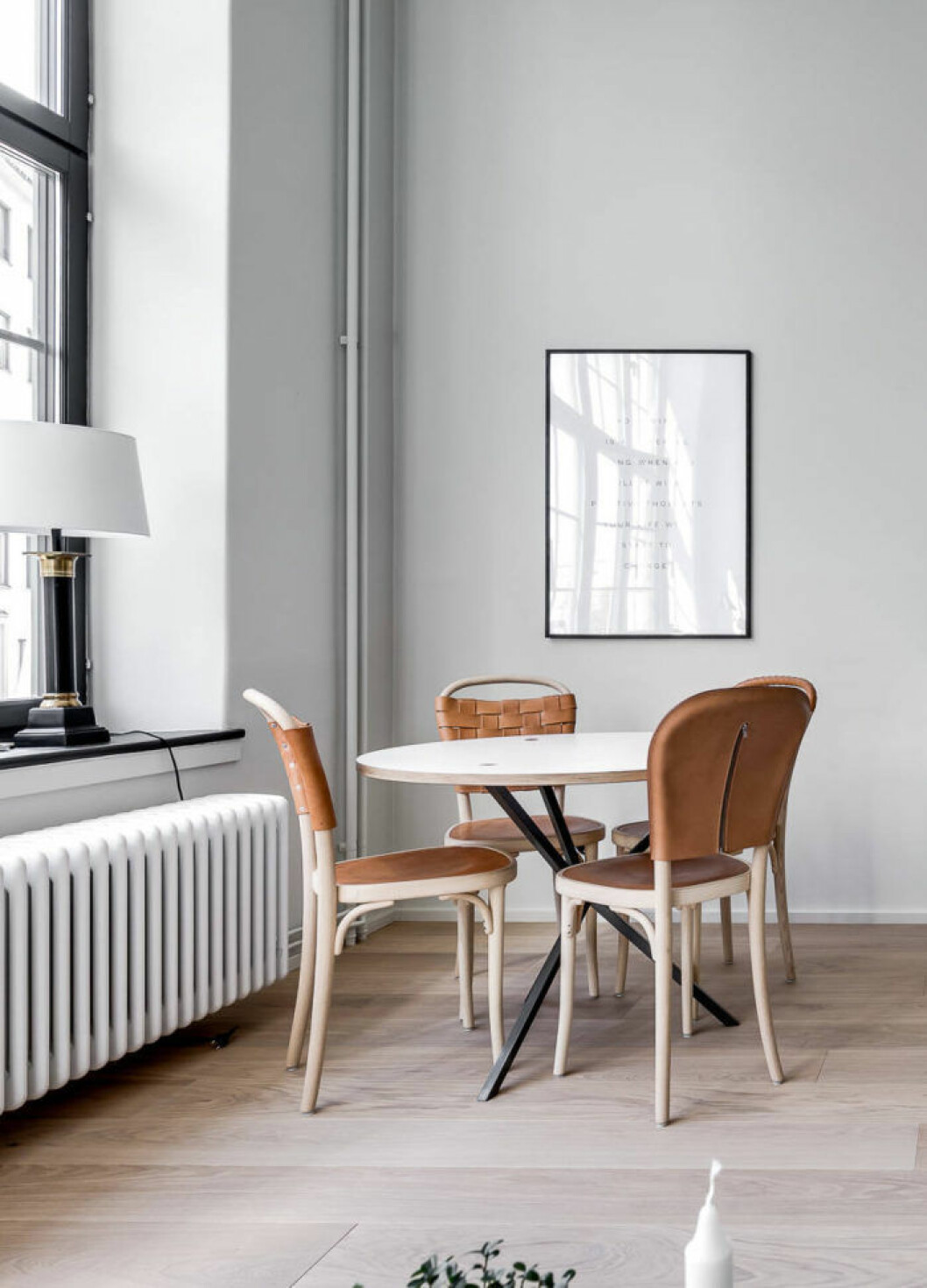 Formgivaren är Jonas Bohlin av dessa stolar.