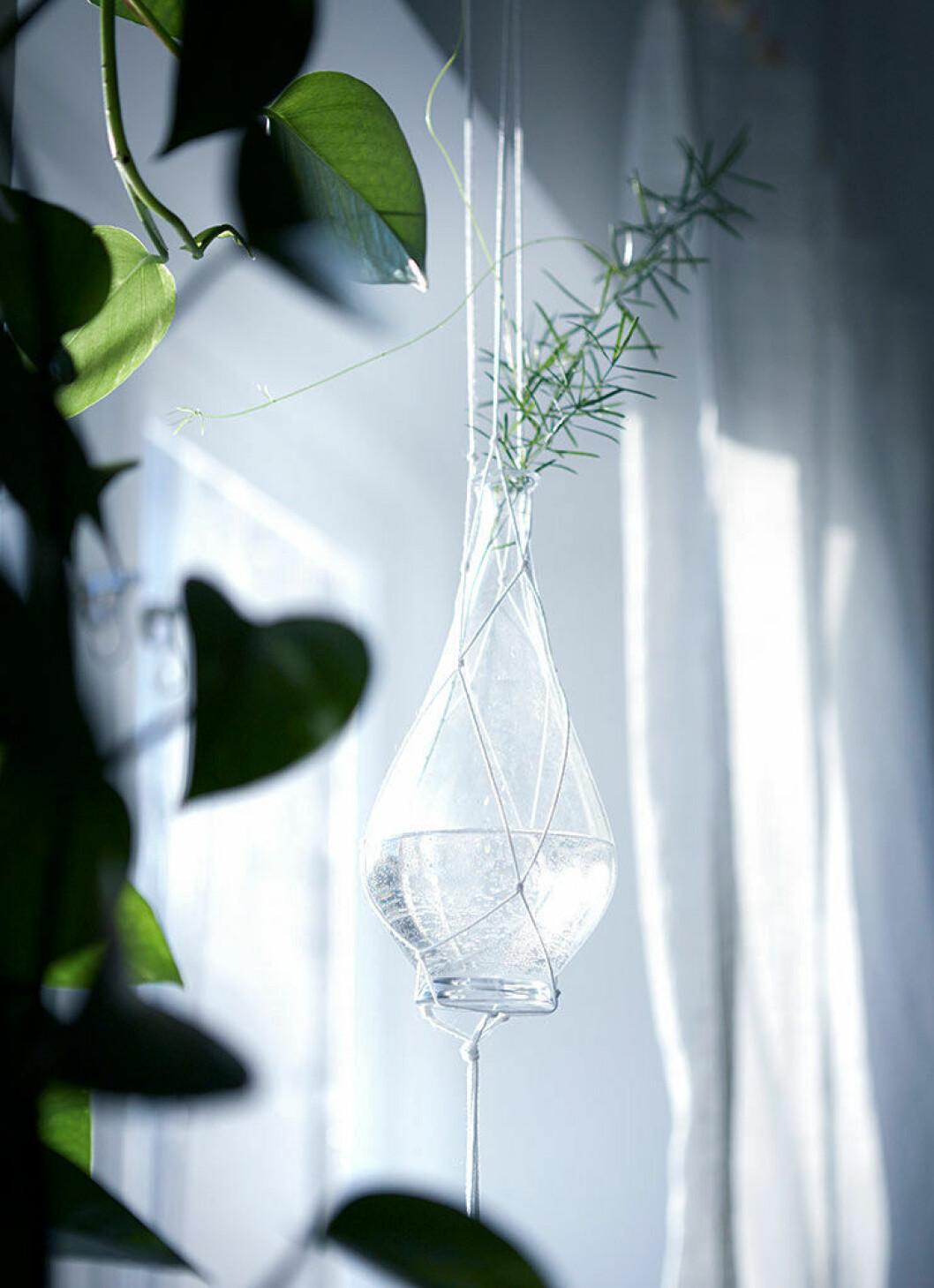 Ampel för att hänga upp en liten vas