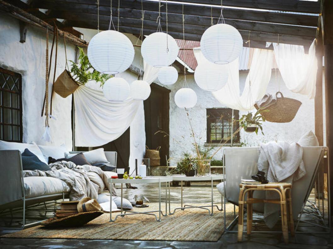 Rispappersbollar utomhus, altan, veranda, terrass och balkongmöbler. Ikeas sommarnyheter 2018.