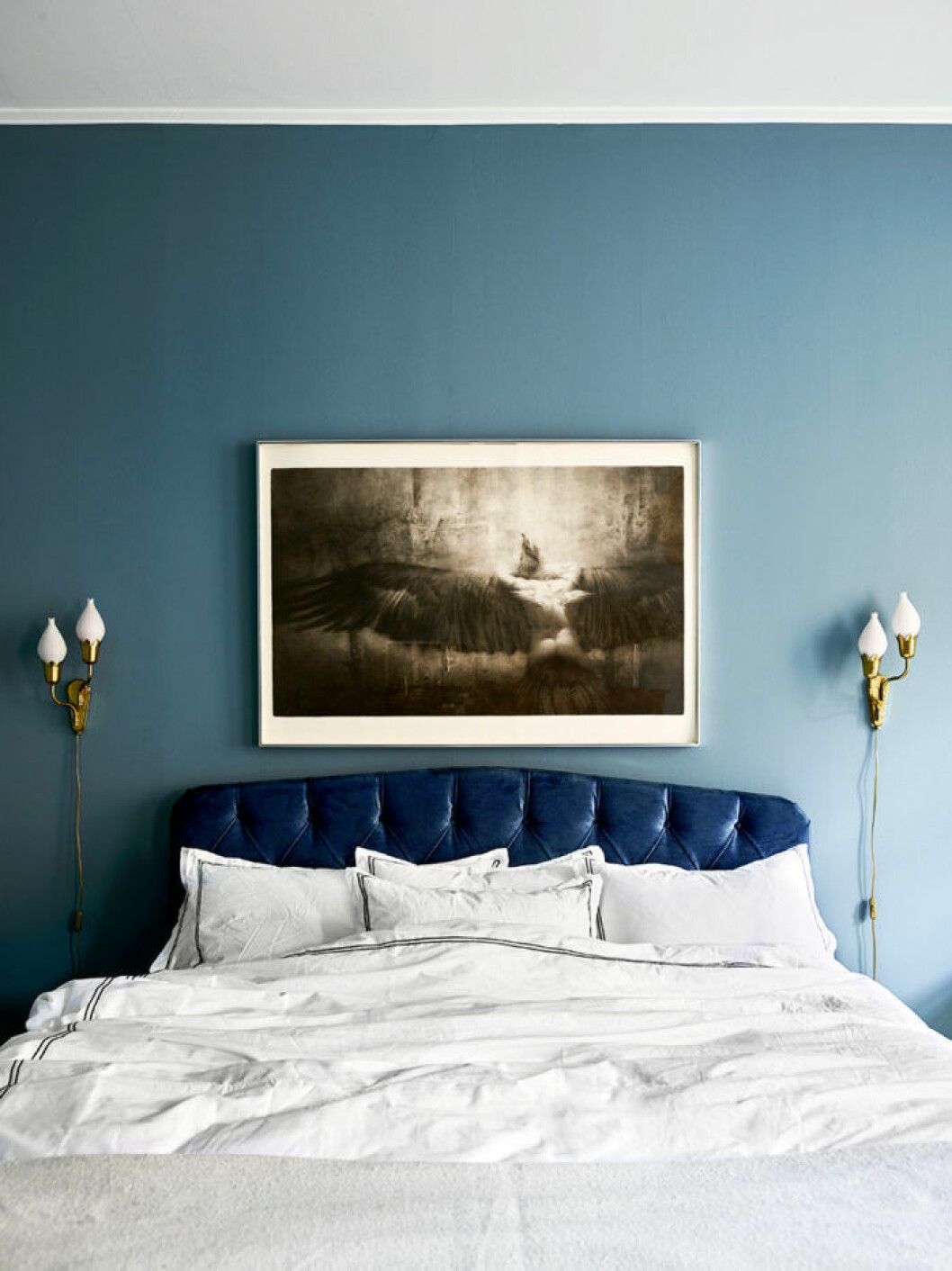 Sänggavel i mörkblå sammet