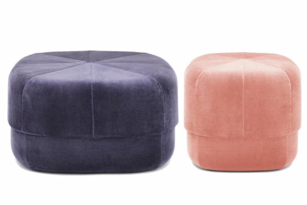 Sittpuff i sammet, en i lila och en i rosa