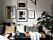 Naturnära vardagsrum med senapsgul som accentfärg