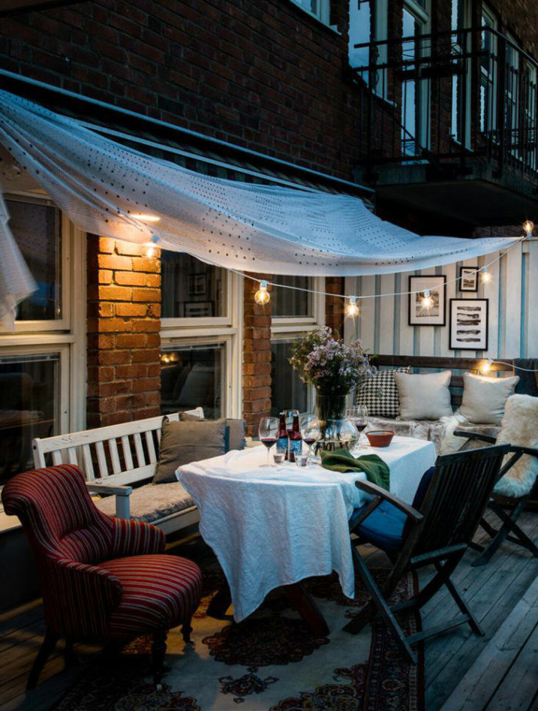 Scandinavian patio with decoration and lights.