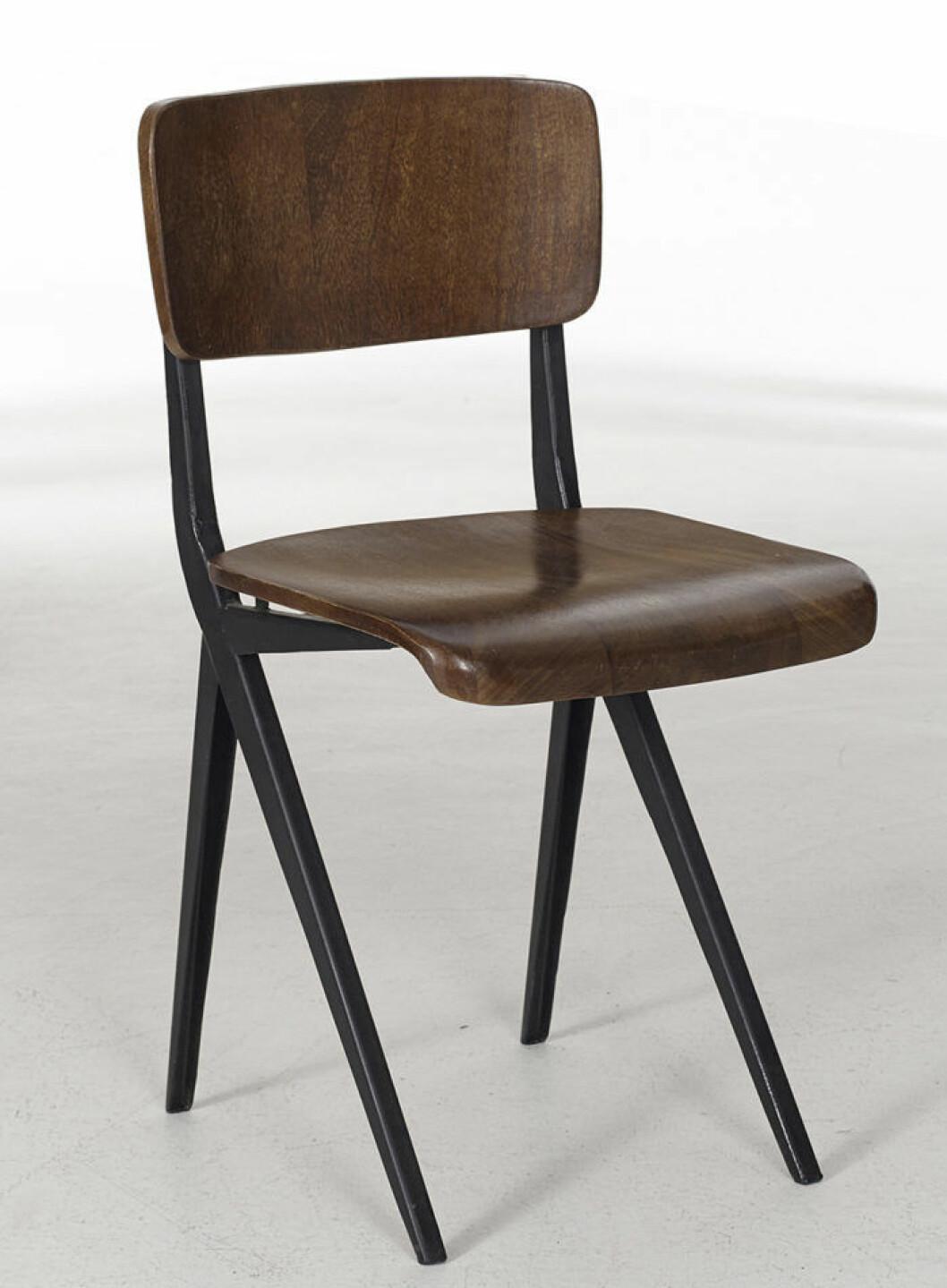 Stol i mörkt trä från Ellos Homes vintagekollektion
