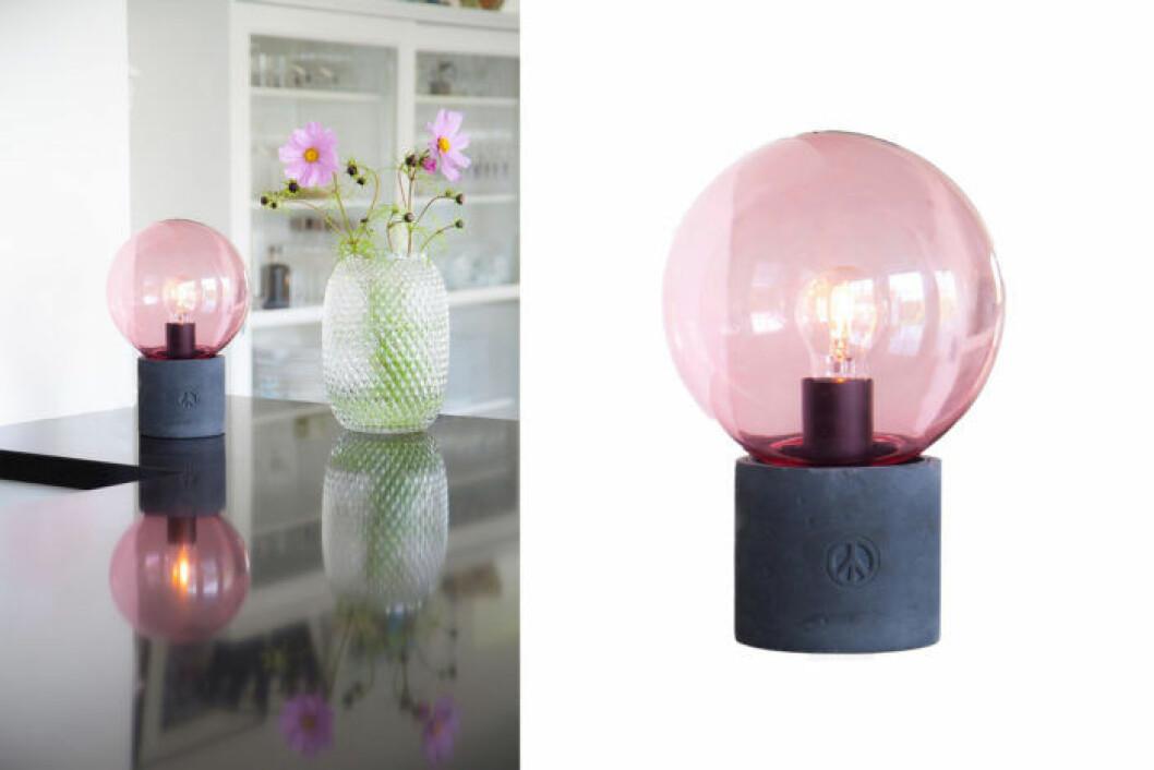 Rosa bordslampan Peacebubbles från By Rydéns