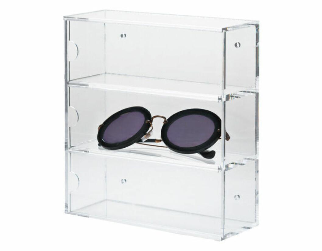 Akrylförvaring för solglasögon.