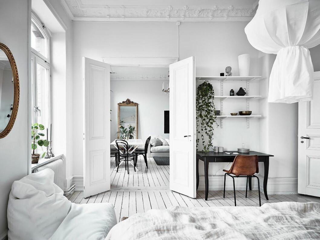 Vitt golv, vit inredning