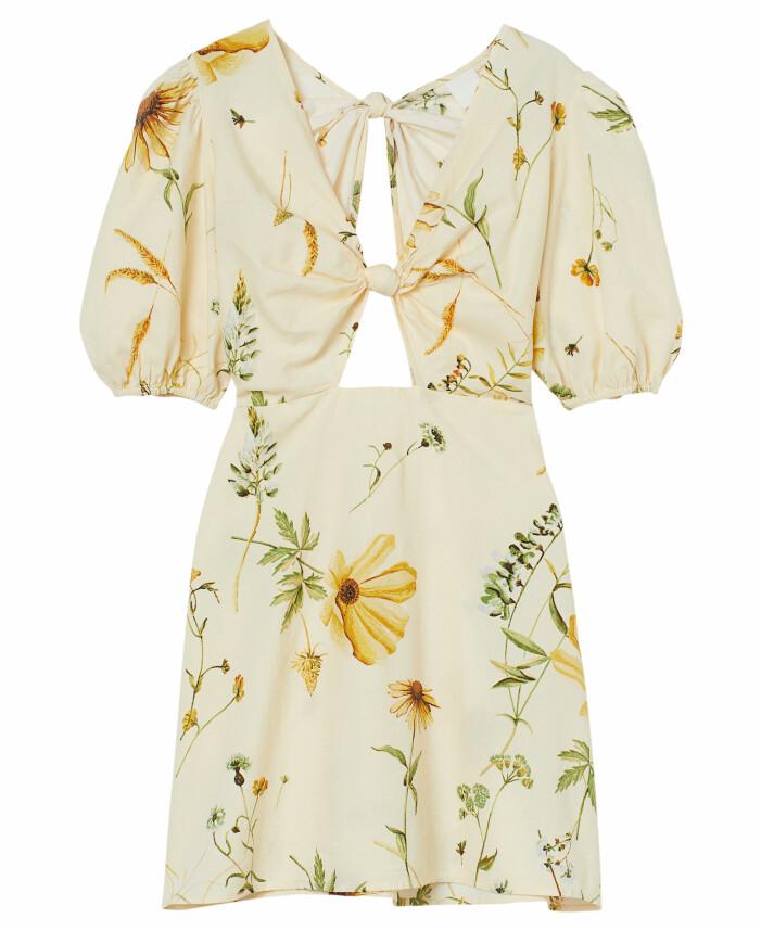 gul blommig klänning