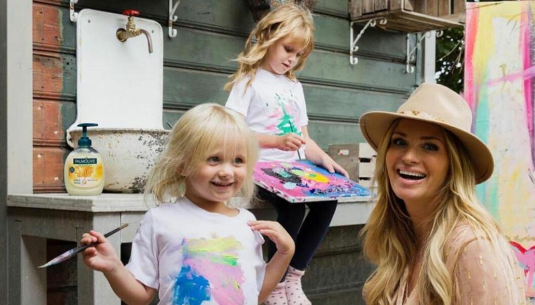 adele alicia och mamma carolina gynning målar fint.