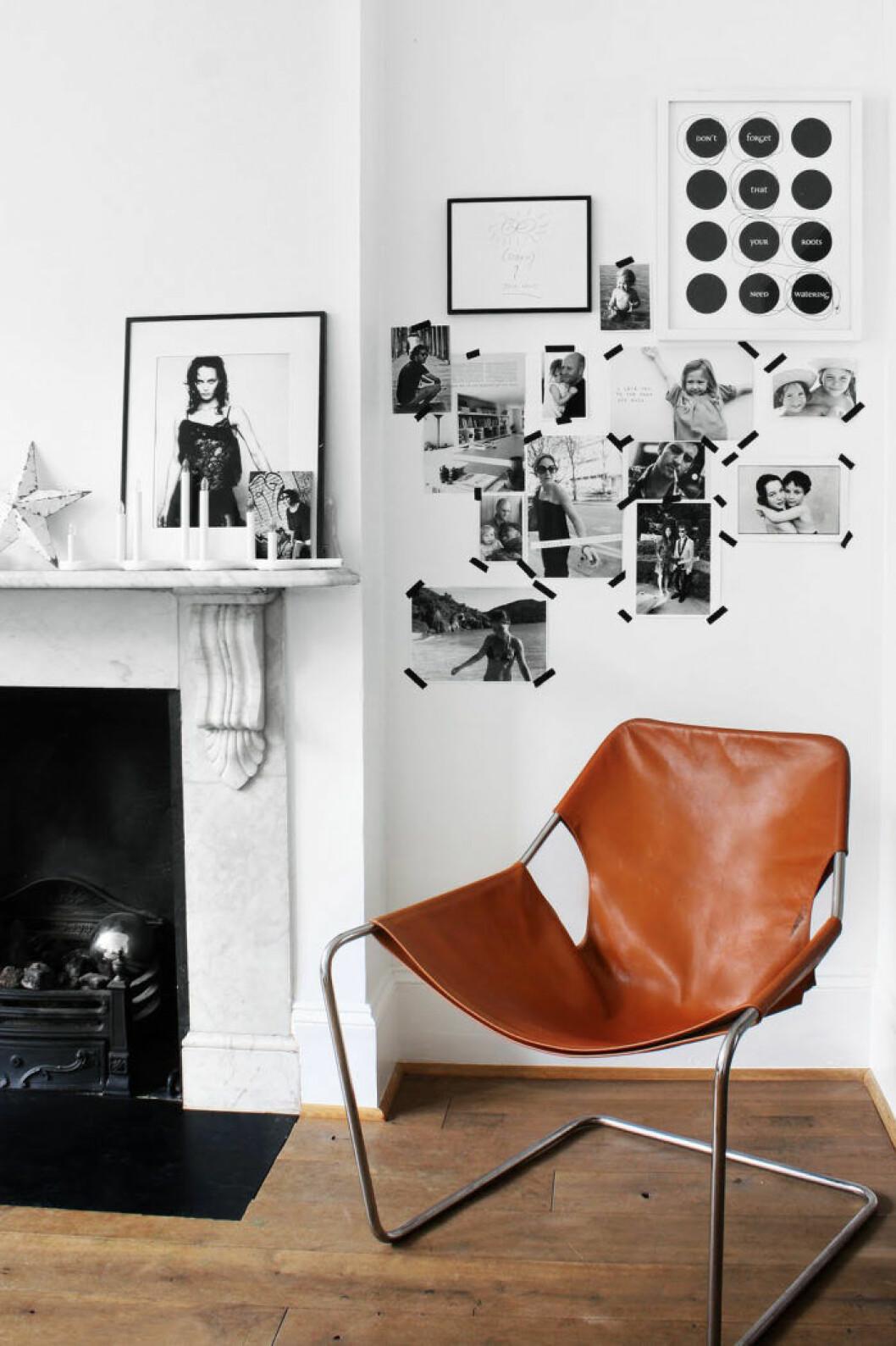 Fotografier fästa på väggen med dekorationstejp