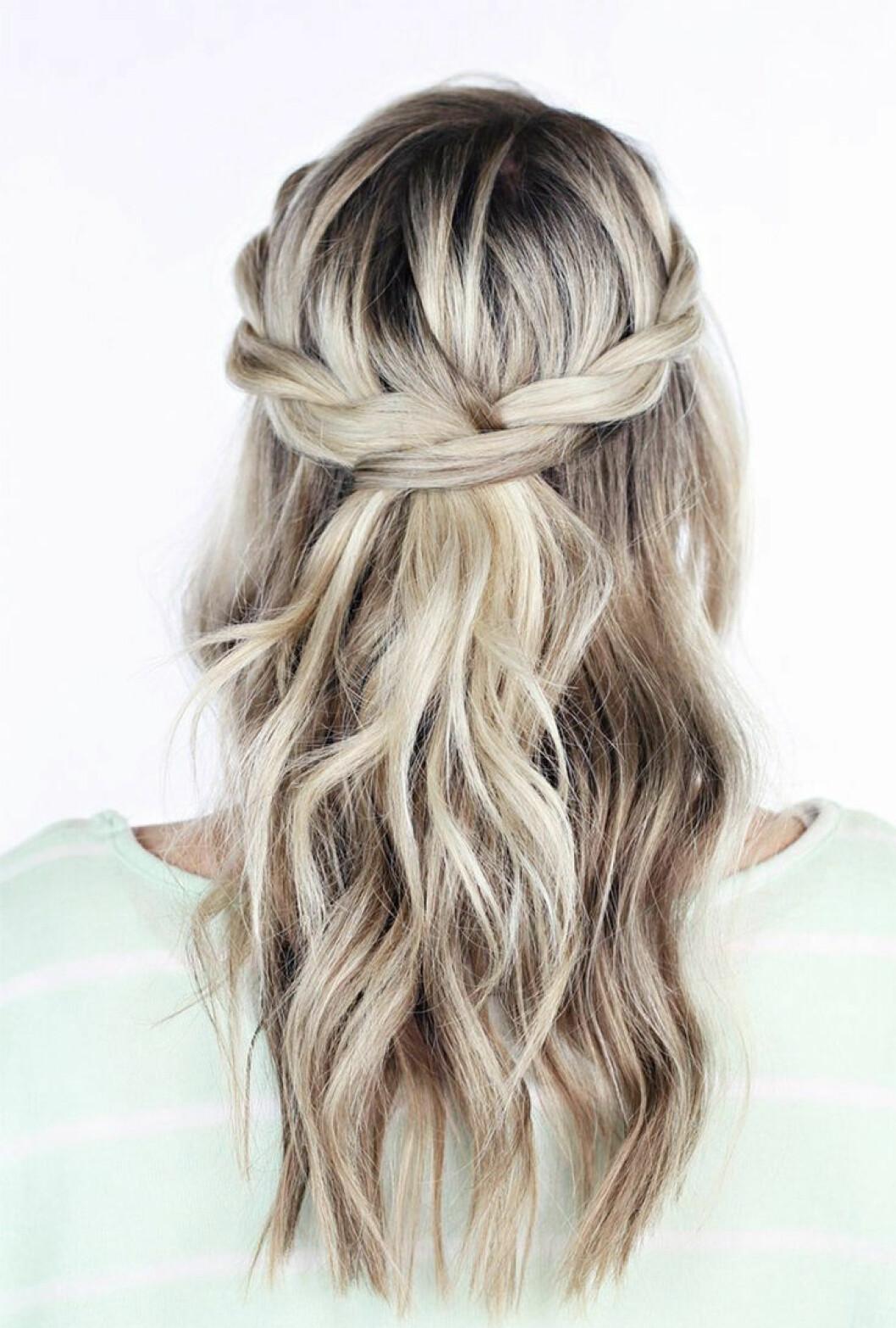 Fläta på blont hår