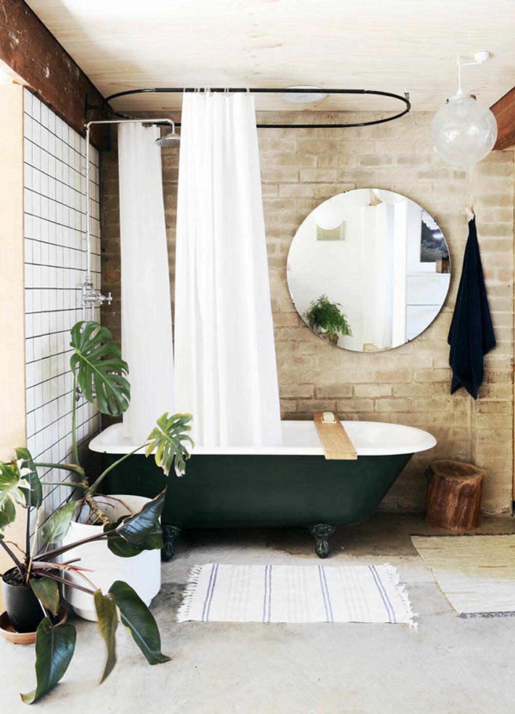 Tegelvägg i badrum