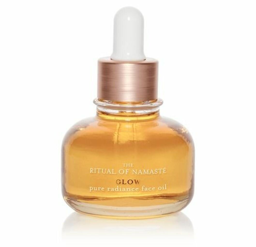 En härlig olja för ansiktet är Ritual of namaste pure radiance face oil från Rituals.