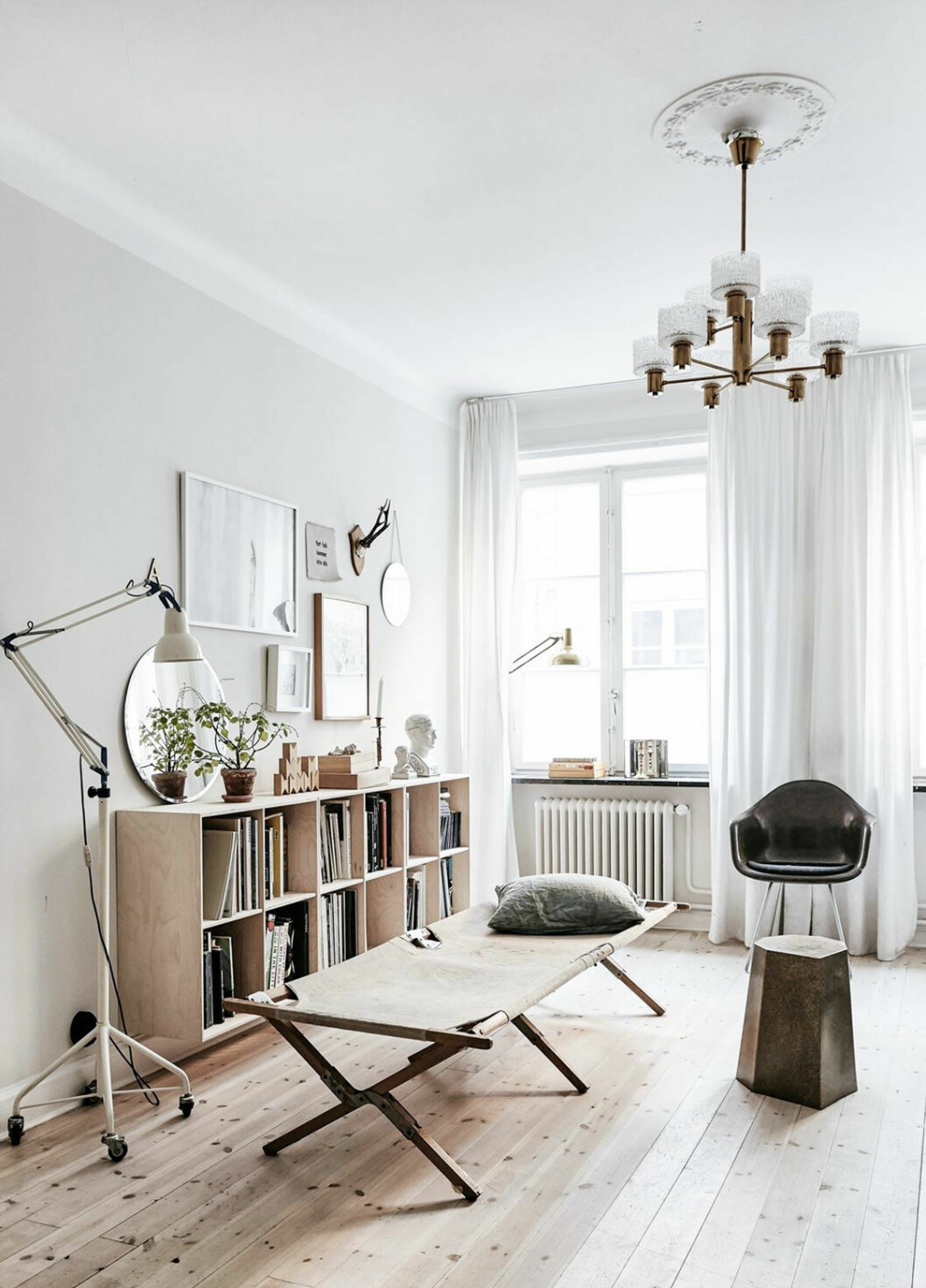 Minimalistic and scandinavian interior styling.