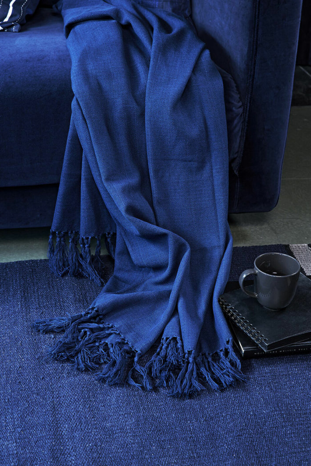 En blå filt från Ikea.