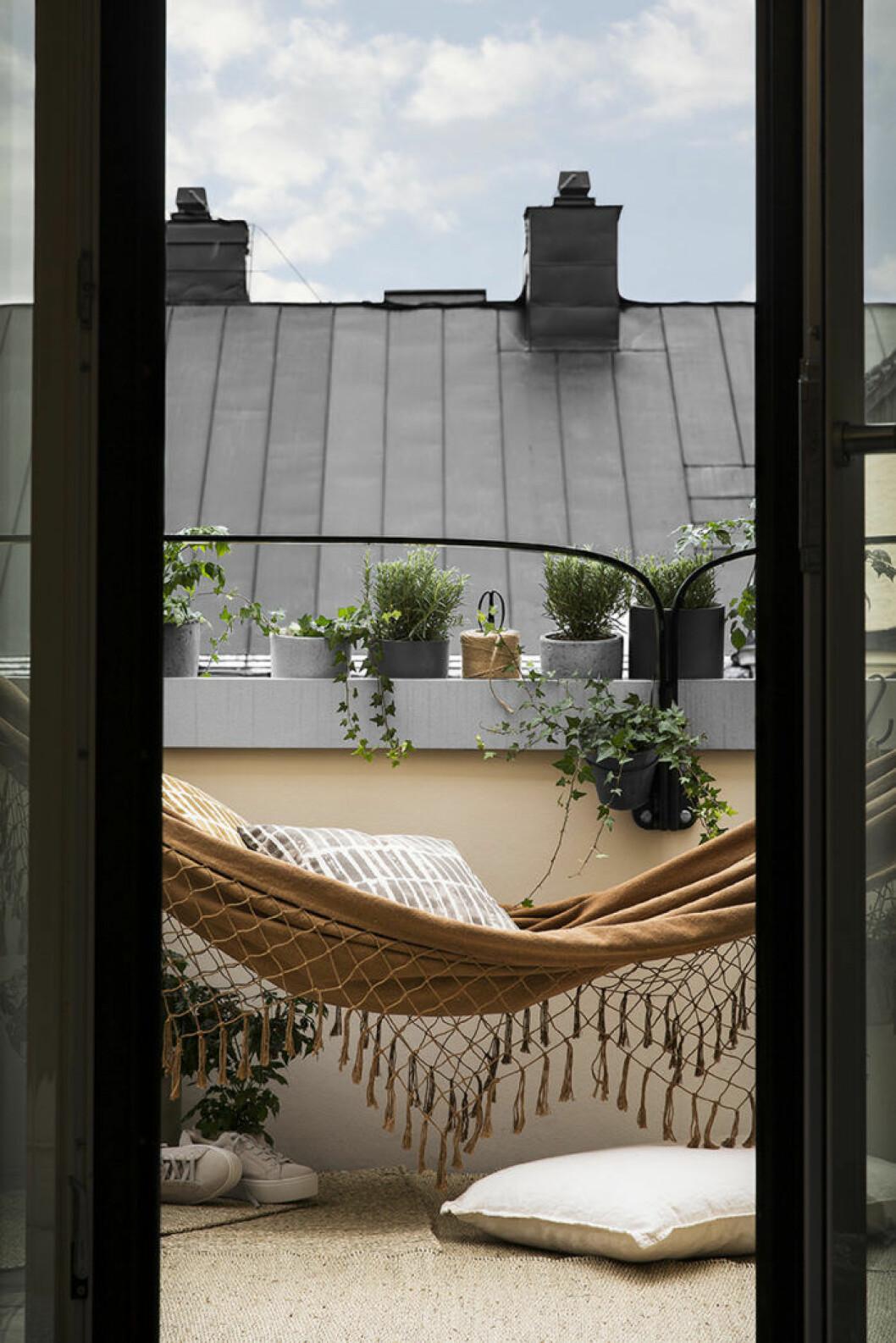 Hängmatta till balkongen, Granit våren 2018.