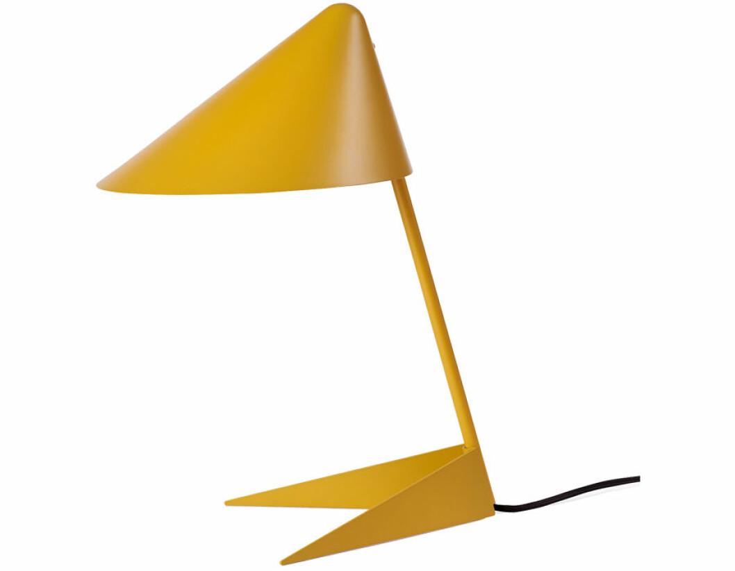 Gul bordslampa i stilren design.