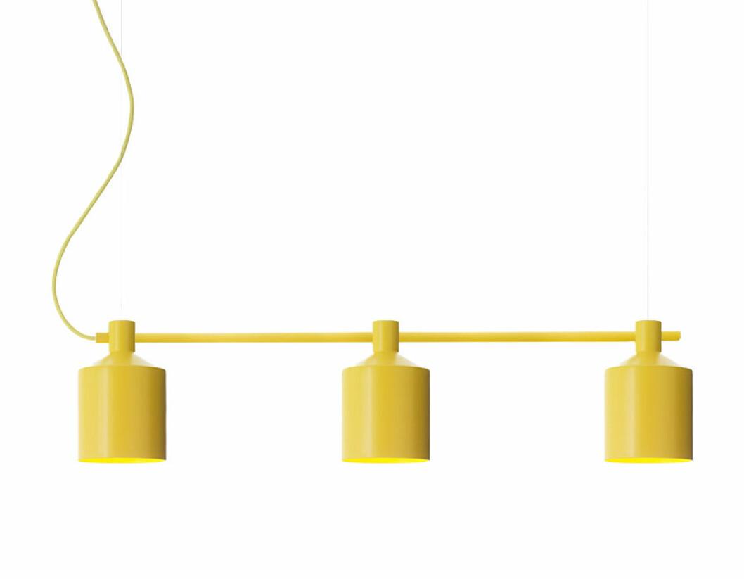 Gul taklampa med inspiration av en silo.