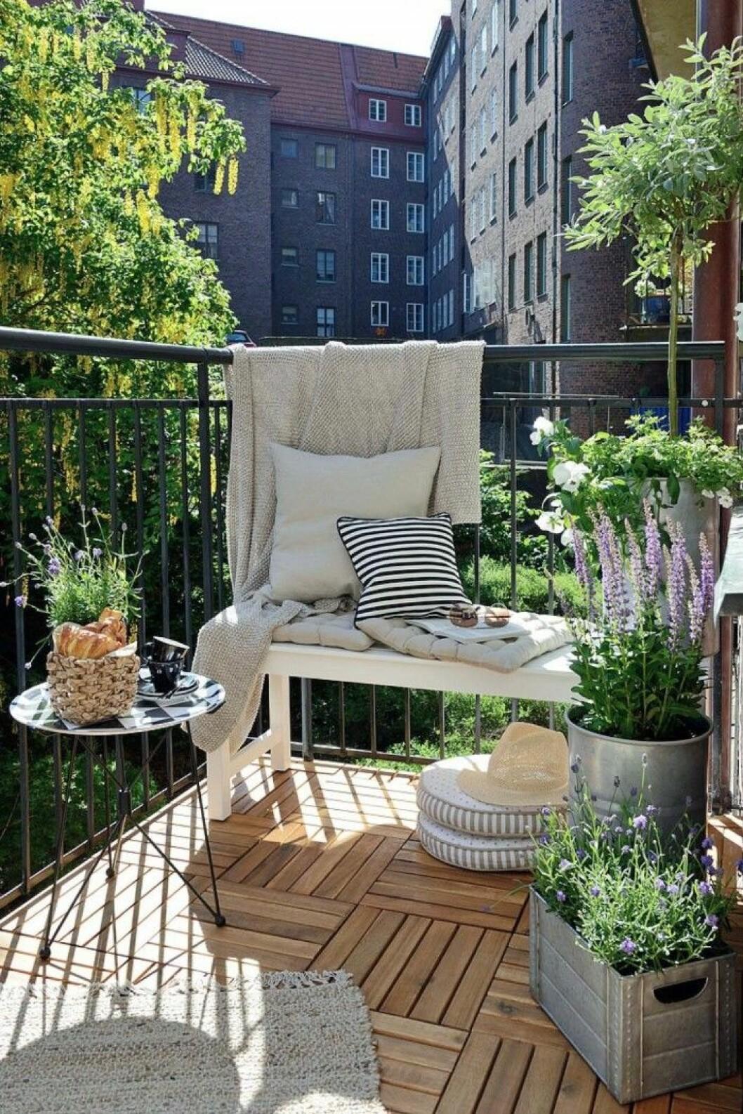 16. balkong med lavendel.