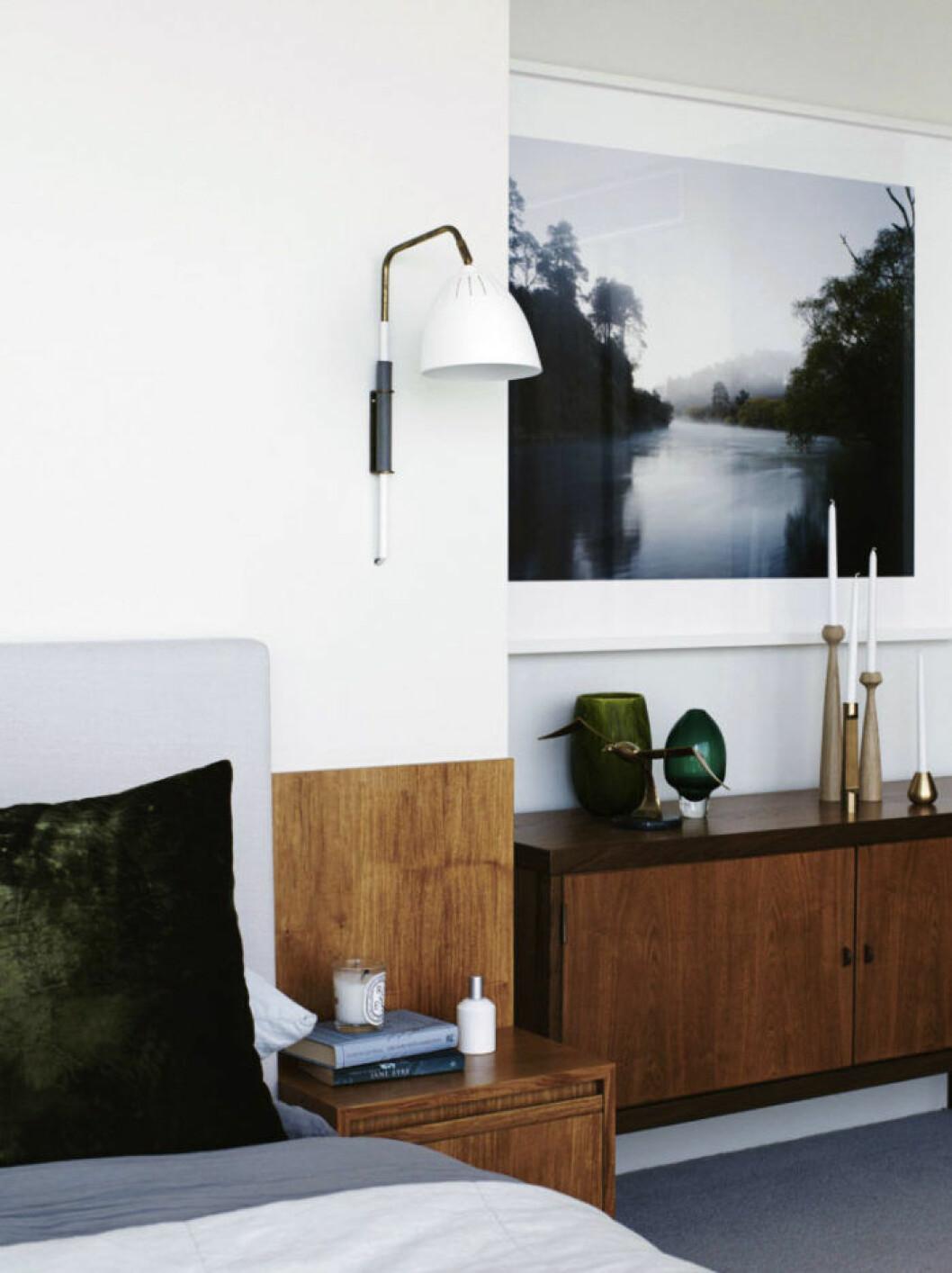 Inramat fotografi på väggen