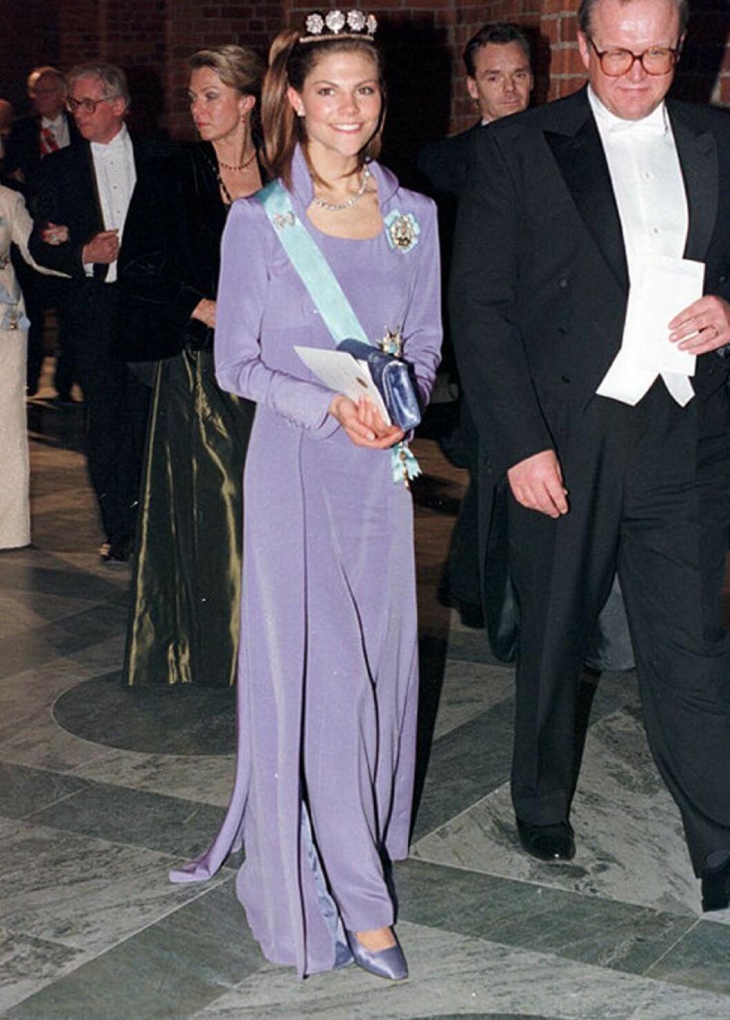 Kronprinsessan Victoria i en klänning av Göran Alfredsson.