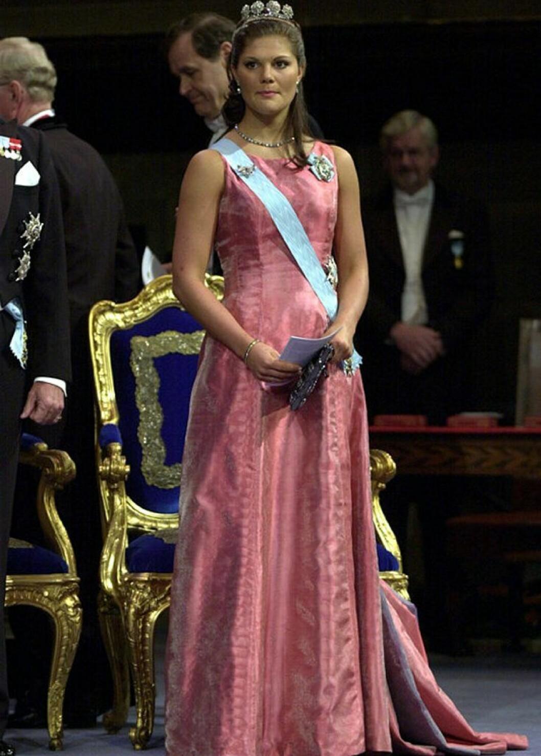 Kronprinsessan Victoria i en klänning av Lars Wallin.