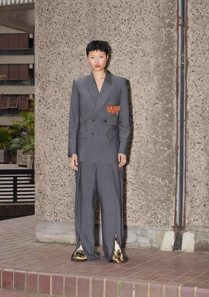 Grå kostym i oversize från h&m x toga