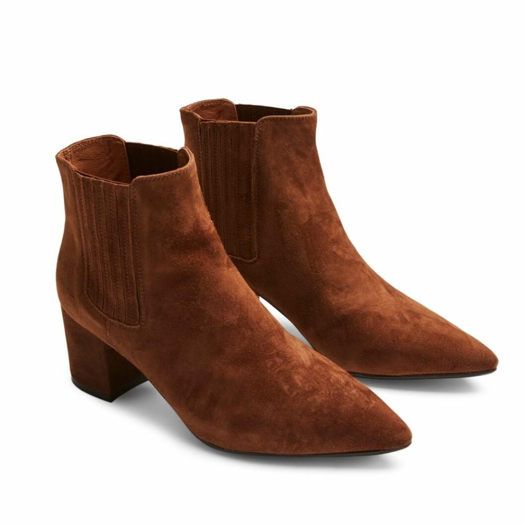 Klassiska boots i mocka från Billi Bi via Rizzo.