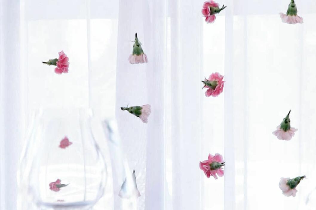 Jirlanger, blommor på tråd, dekoration till bröllop