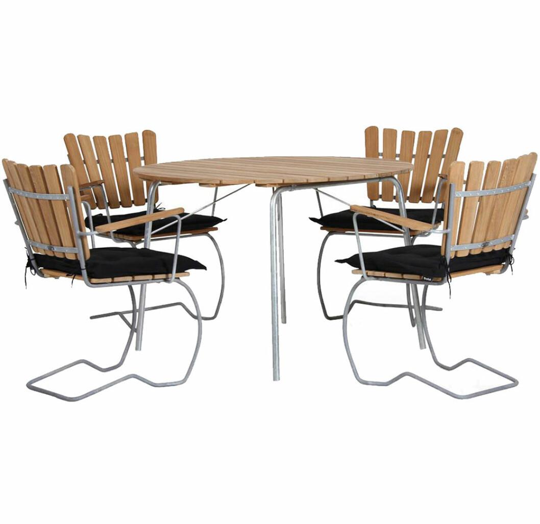 56an utomhusbord och stolar
