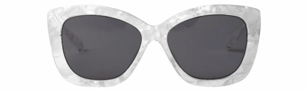 8. Solglasögon, 100 kr, Monki