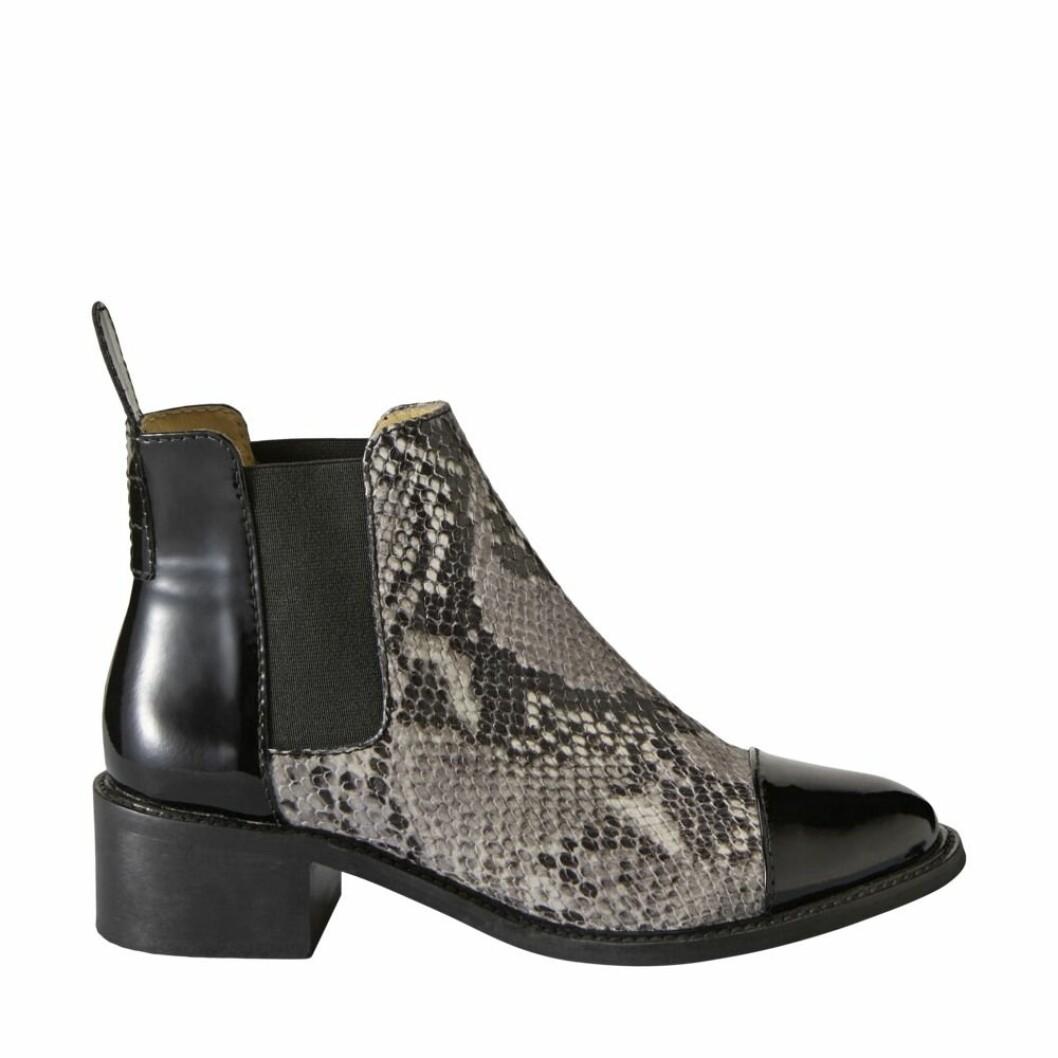 Svarta boots med ormskinn från Minimarket.