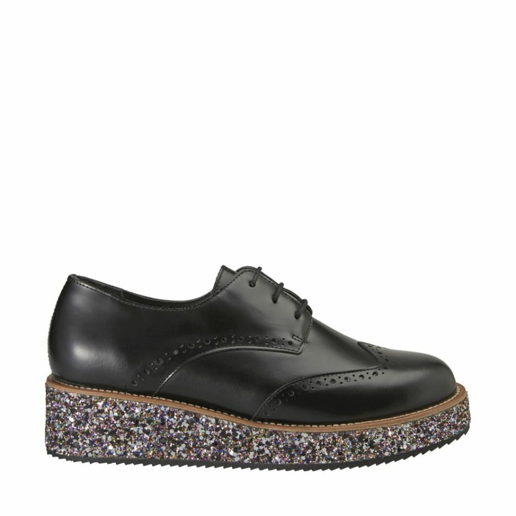 Svarta skor med glittrig sula från Minimarket.