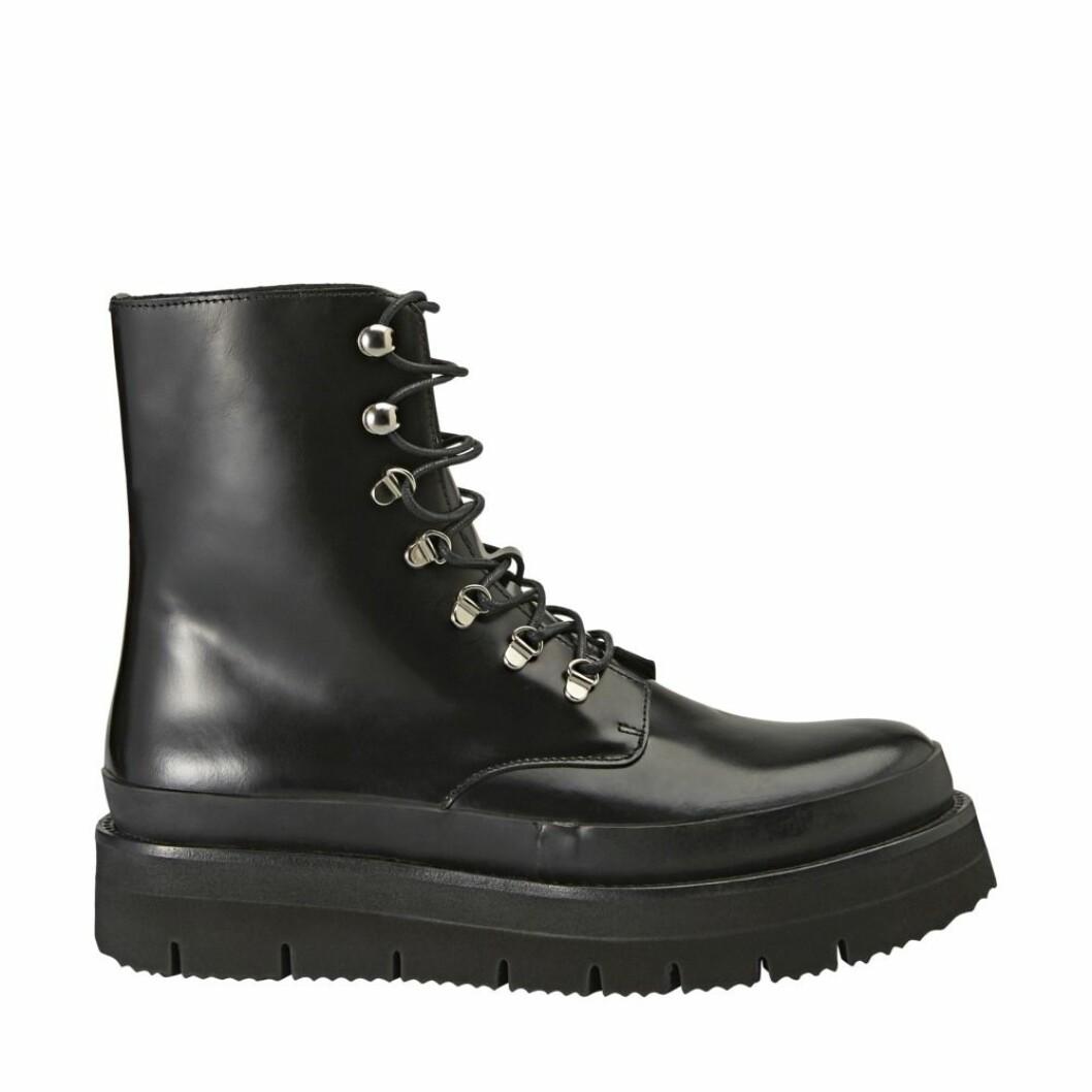 Svarta skor med snörning från Minimarket.