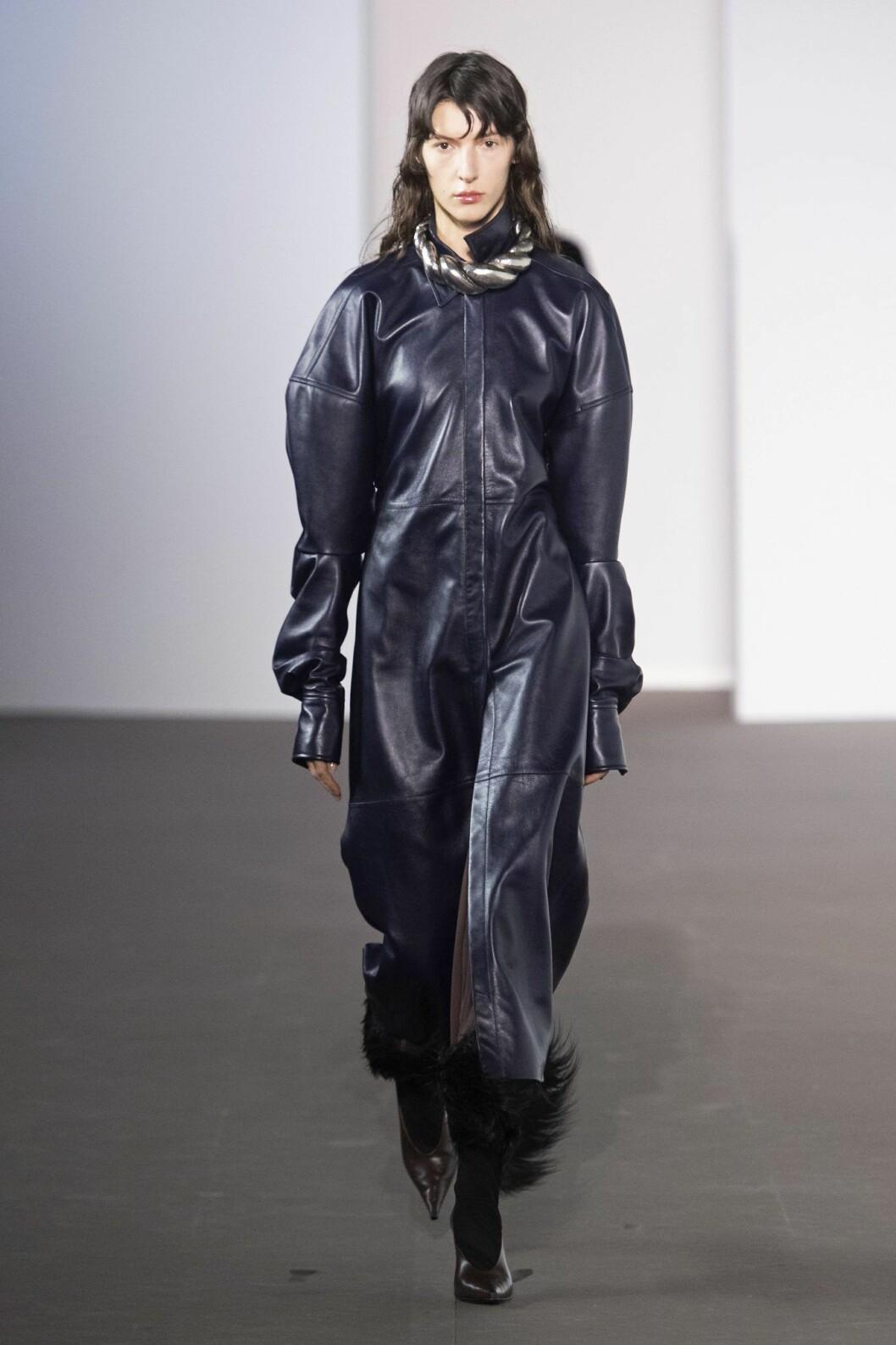 Acne Studios läderklänning höst mode 2020