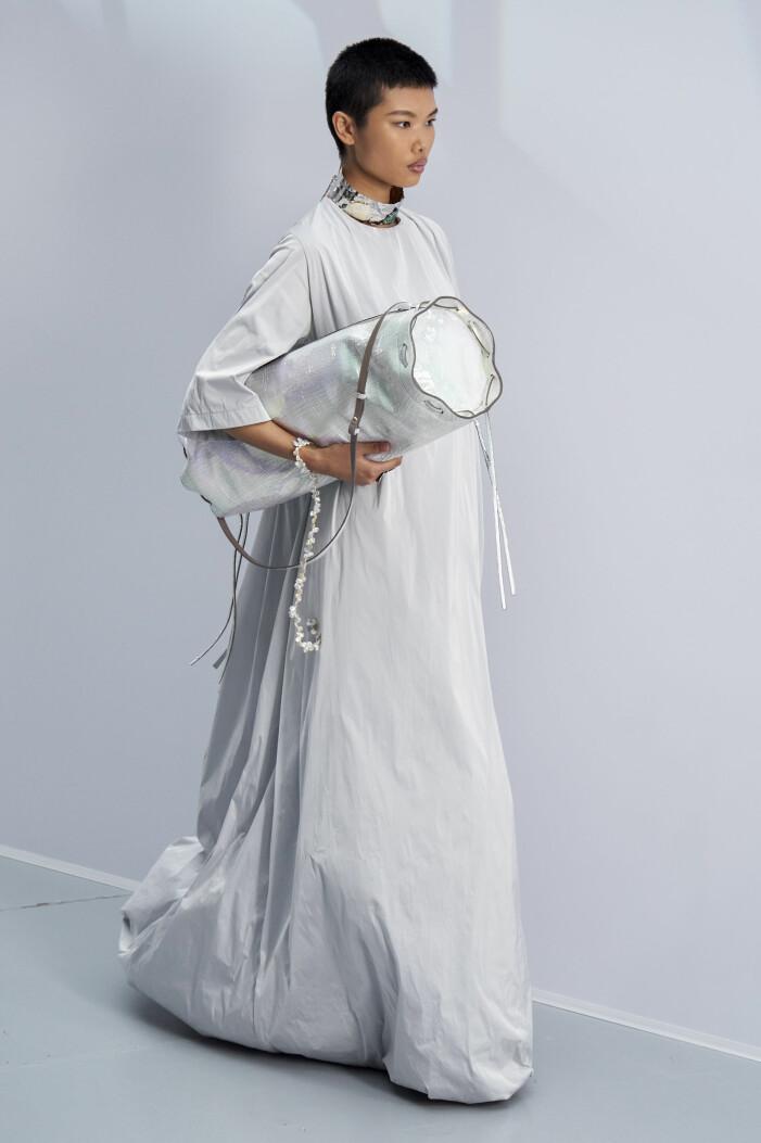 vårmode 2021 acne studios klänning
