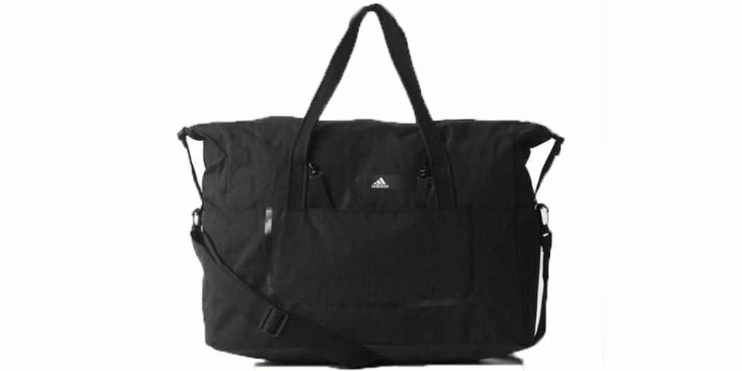 Träningsväska från Adidas i svart färg