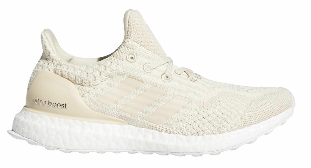 ultra boost löpskor från adidas i beige