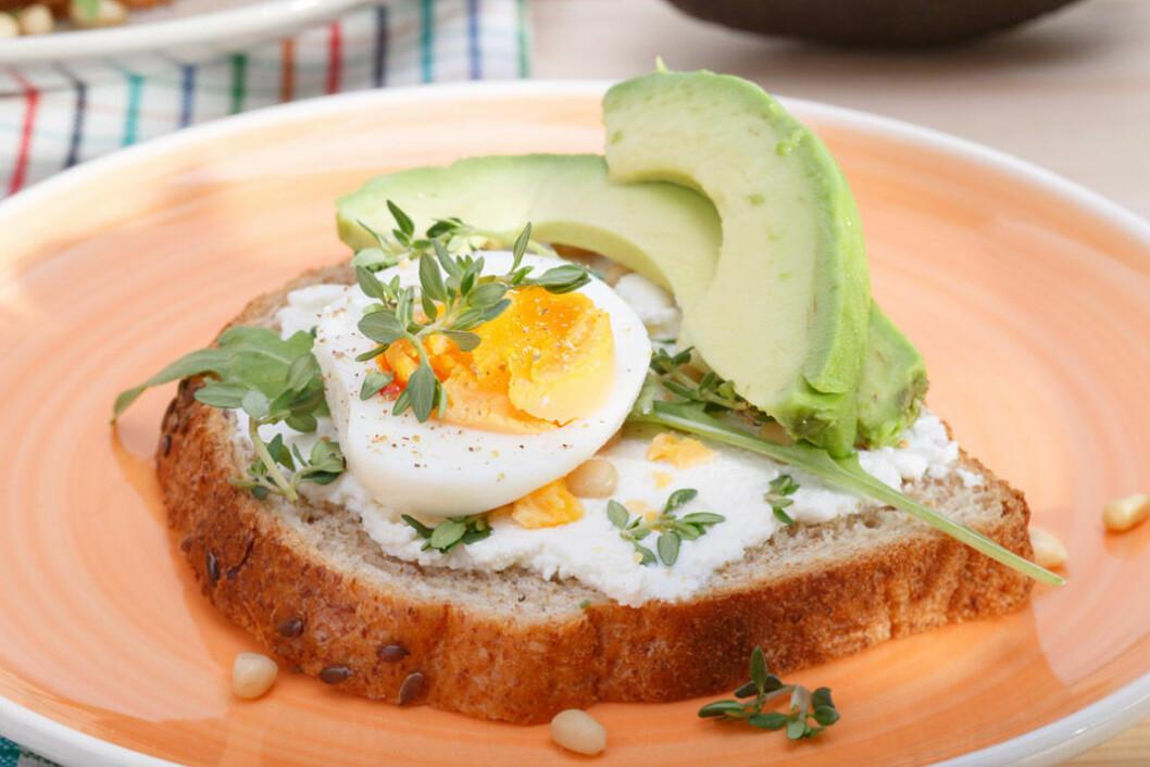 God macka med ägg och avokado.