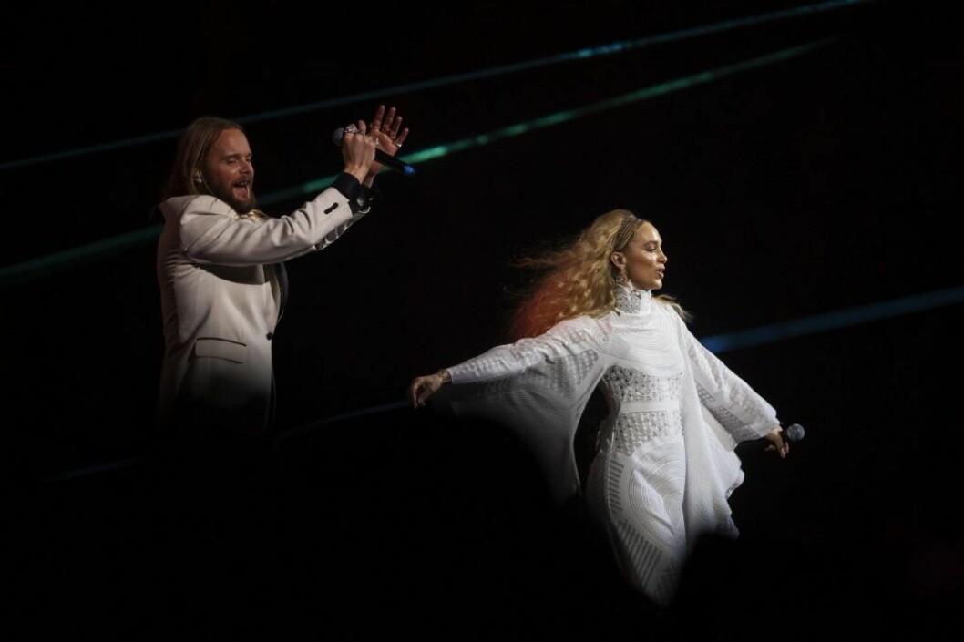 Agnes och Vincent sjöng ihop under hyllningskonserten för Avicii.