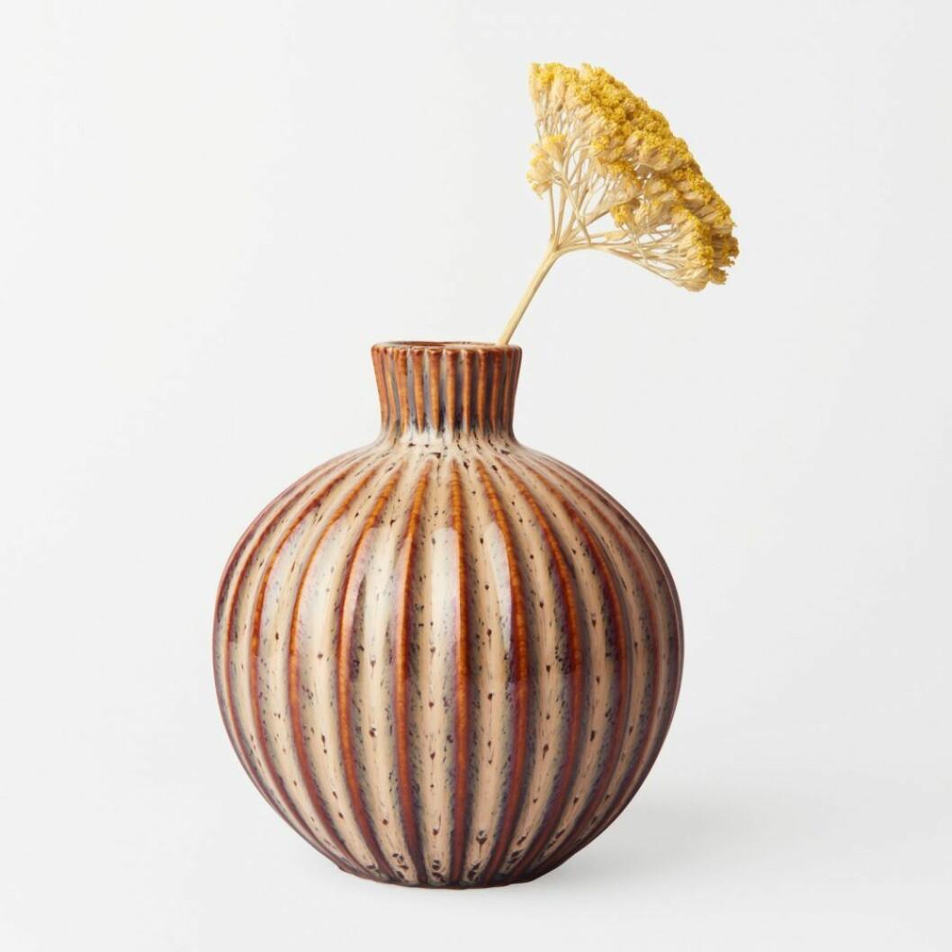 Liten vas med dekorativt mönster från Åhléns